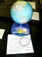 ペンで触ると国名などを話してくれる地球儀の写真